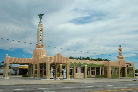 U-Drop Inn – Shamrock, Texas - Atlas Obscura