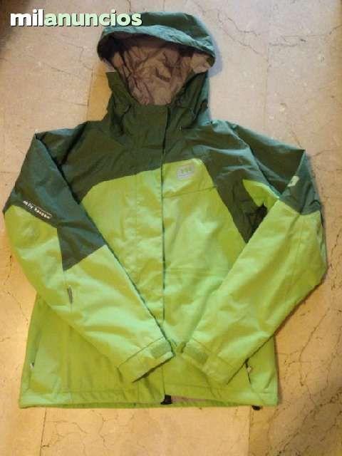 . Traje completo de esqui, Chaqueta, Pantal�n y Chaleco de la marca Helly Hansen para mujer. Color super actual verde. Talla S. Traje en perfecto estado, como nuevo. Sin roturas, ni desgastes (Esquiadora Experta). Tiene 2 temporadas, de solo 4 d�as de esqu