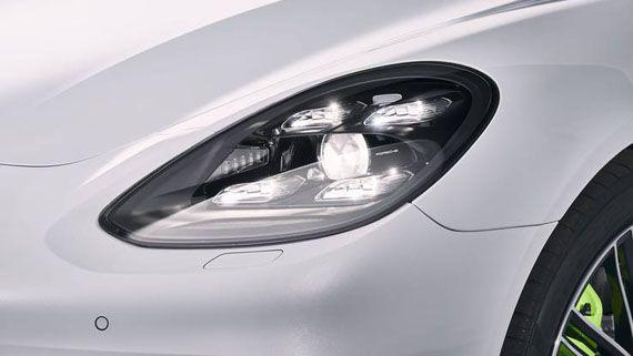 Элементы дизайна седана Порше Панамера S E-Hybrid 2018 / Porsche Panamera Turbo S E-Hybrid 2018. Передние фары