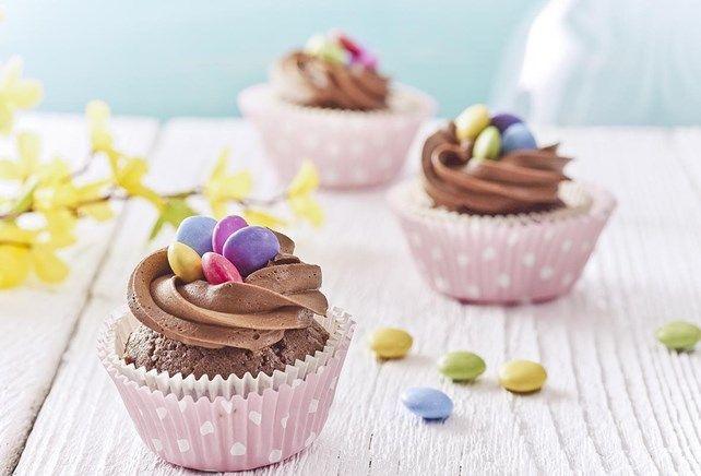 Cupcakes met vogelnestjes uit chocoladecrème