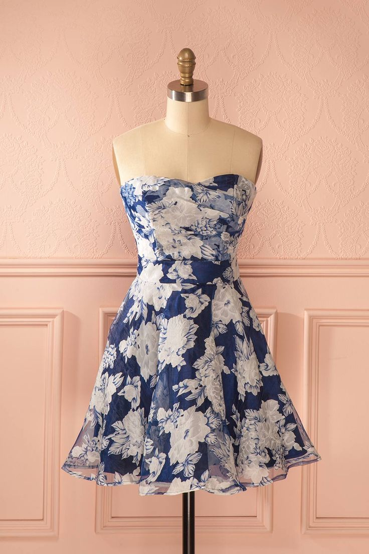 Les fleurs de mai sont les plus belles du bouquet.  May flowers are the prettiest ones in the bouquet. Blue floral print organza bustier dress www.1861.ca