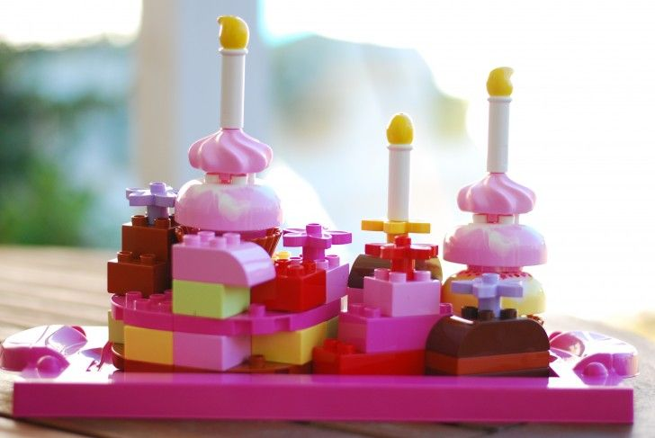 Build a birthday cake with Creative Cakes! #LEGODUPLOplay
