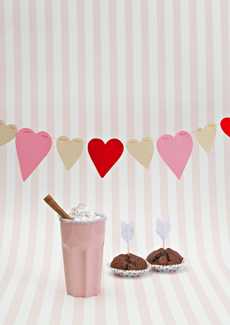 Valentine's day heart flag  streamer. www.tuttifruttimagazine.com Tuttifrutti Magazine on suomalainen lifestyle-verkkolehti trendejä pelkäämättömille perheellisille. Photo Pekka Järveläinen Style Pia Hollo