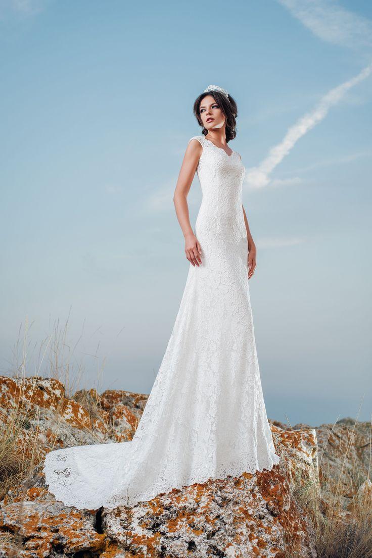 Luxusné čipkované priliehavé svadobné šaty s odhaleným chrbtom