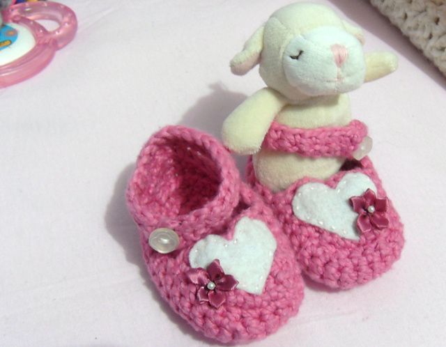 Bernat Crochet Baby Bib Pattern : Ravelry: Pretty Flowers Bib & Booties Set pattern by ...