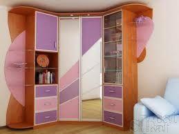 Детский угловой шкаф купе в интерьере комнаты