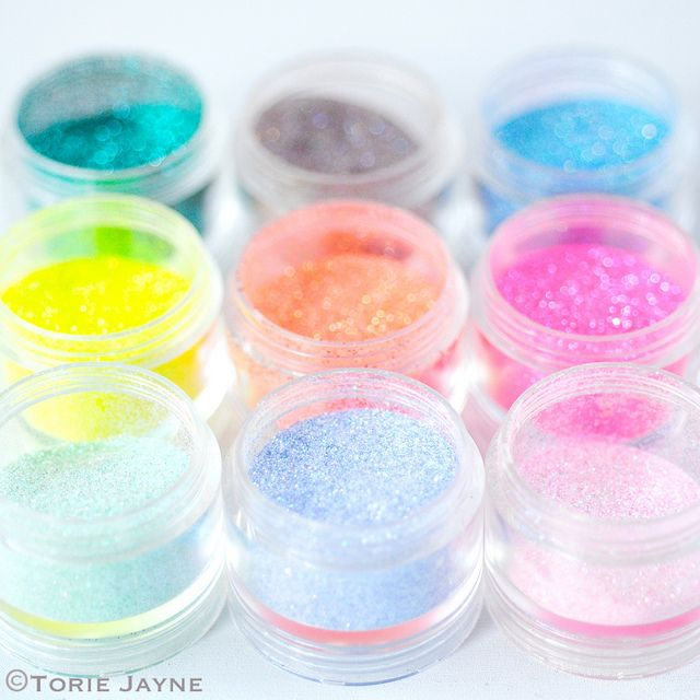 1/4 cup sugar, 1/2 tsp of food colouring, baking sheet and 10 mins in oven to make edible glitter !!