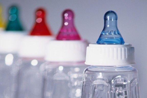 Hal yang tak kalah penting dalam memilih botol susu untuk si bayi adalah dengan memperhatikan apakah buah hati Anda merasa aman dan nyaman untuk menggunakannya.