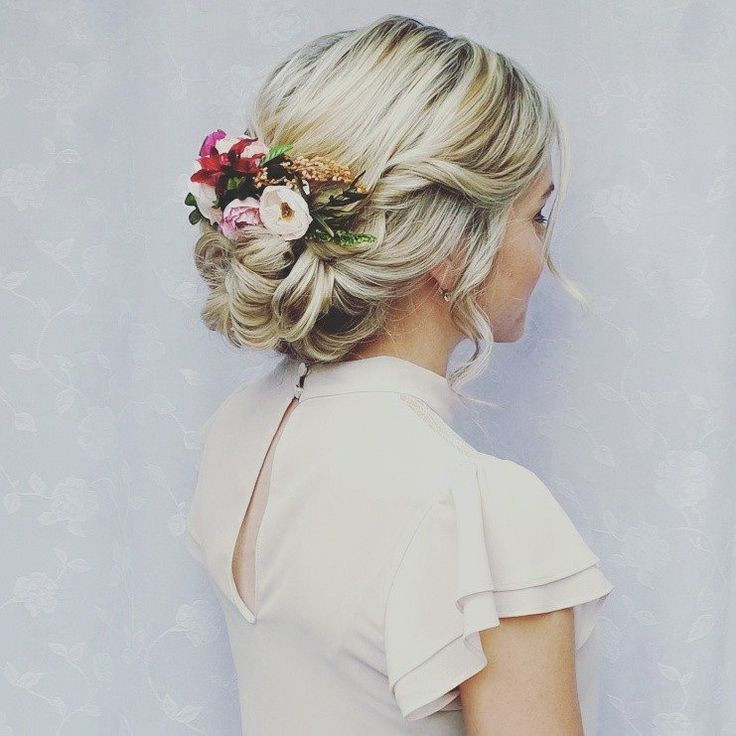 Hochzeitskleid, Haarschnitt, Blondine, Blumen, herrliche Frisur, Hochzeit, Kleid