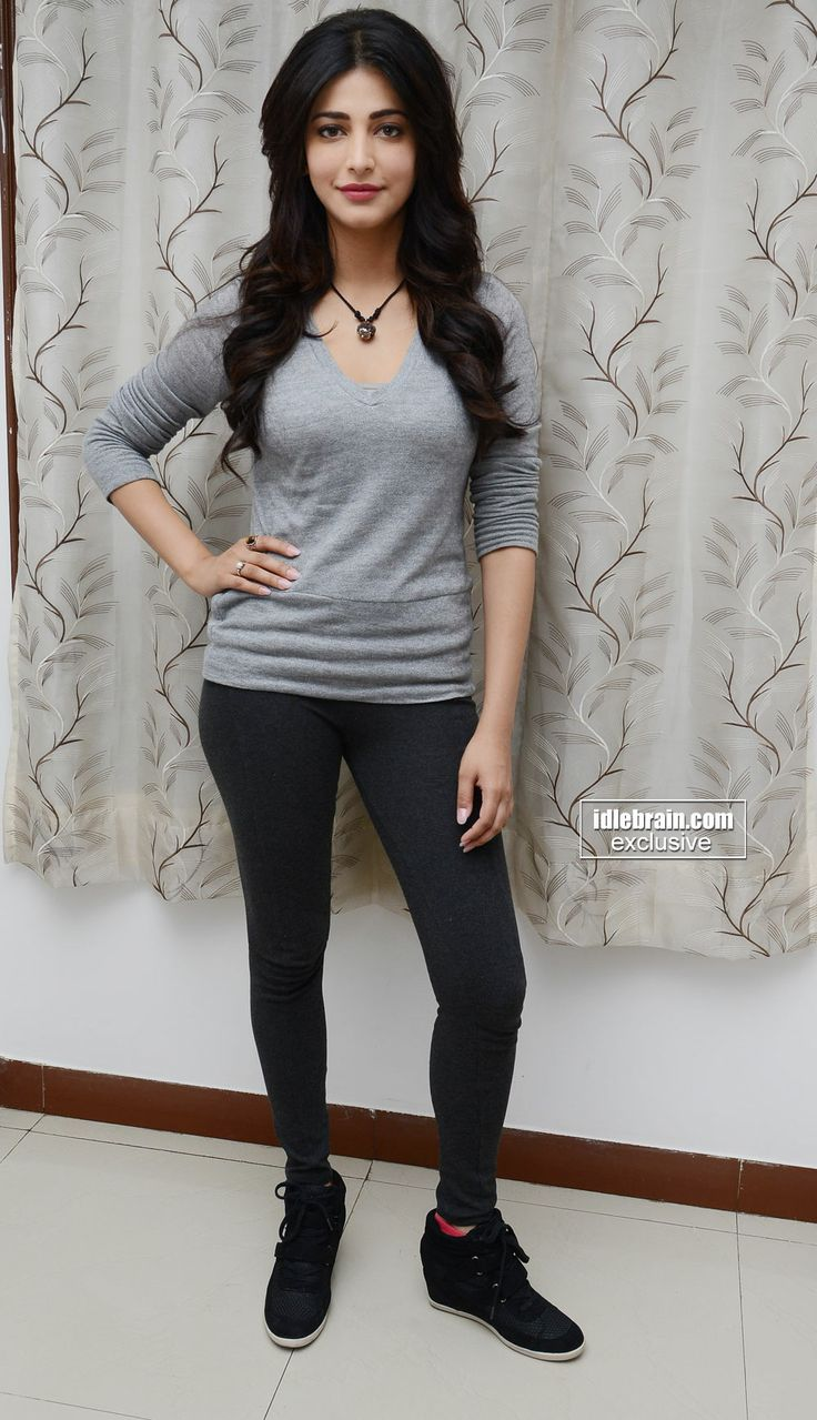 Shruti Haasan Cute  Sexy Stills In A Skinny Top -2407