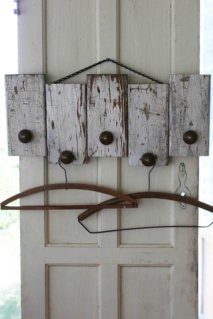 Mamie Jane's: Coat Rack...easily made from pallet slats!