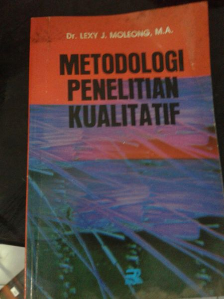 buku bekas: Metodologi Penelitian Kualitatif. Pengarang: Lexy Moleong Penerbit: PT Remaja Rosdakarya Cetakan kelimabelas: 2001