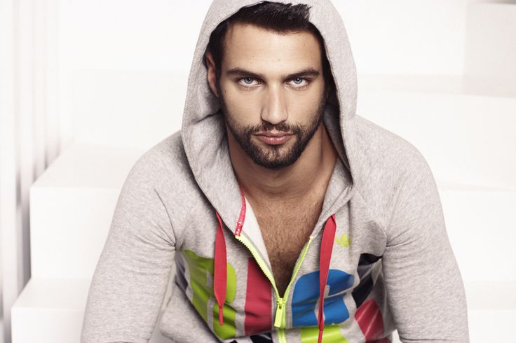 Jesus Castro para Bass3DbyXTI www.hervasarcher,com #jesuscastro #sneakers #celebrity #actor #men