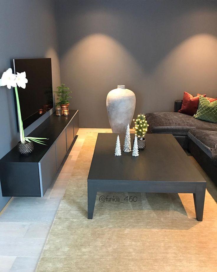 🌟 L I V I N G R O O M 🌟  -  -  -  #livingroom #livingroomdecor #christmasdecorations #stue #stuegran #interior #interior4all #interior4you #interior123 #bobedre #boligpluss #nordiskehjem #skandinaviskehjem #scandinavianhome #nordicinspiration #funkishus #modernhouse #instahome #muubs
