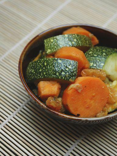 Photo de recette Tajine de courgettes, patates douces et raisins secs - Marmiton