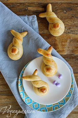 Für Ostern ist Hefegebäck natürlich der absolute Klassiker. Verfeinert mit Joghurt und Mandeln sc...