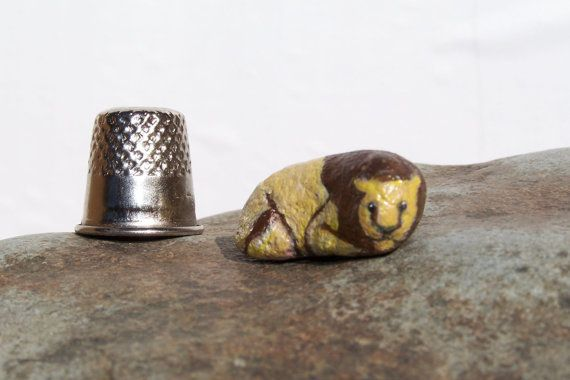Leone dipinto di roccia fata giardino miniature di Earthspalette