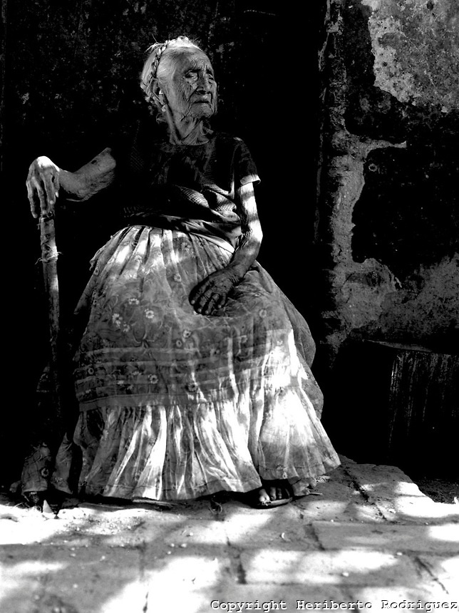 106 years old, Na Chabe Lon, a Zapoteca elderly woman poses for a photograph in her house in Juchitan, in southern state of Oaxaca on June 1986.