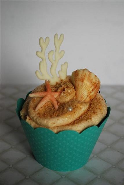 Beach Cupcake by Twisted Sugar, via Flickr