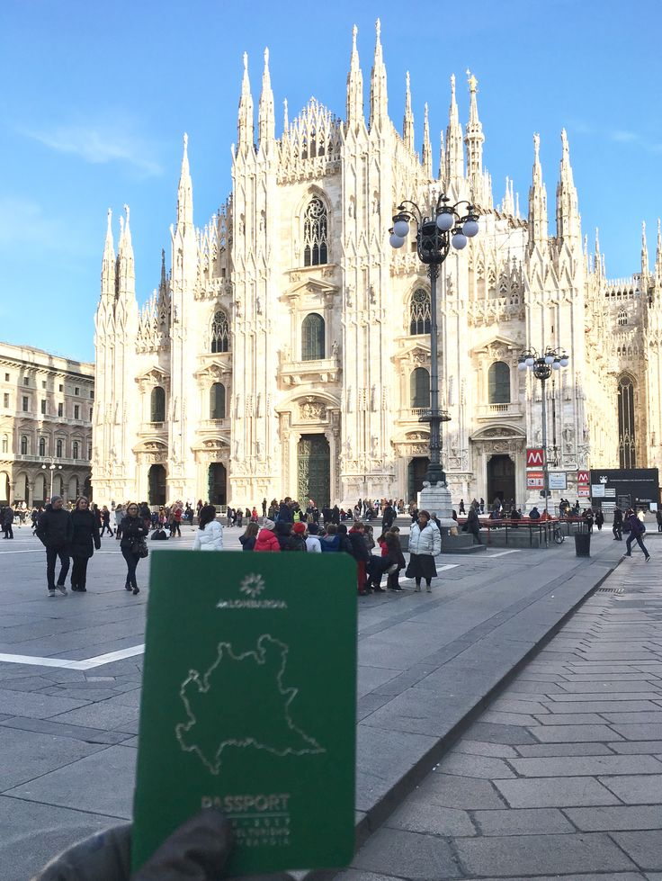 """В честь годовщины """"Туризма в Ломбардии"""" был создан не только для итальянцев, но и для всех туристов, паспорт Ломбардии, интересная инициатива в сфере продвижения региона по некоторым туристическим направлениям. Это своего рода """"дневник"""", в котором можно коллекционировать штампы с тех мест, где вы совершили свое путешествие в границах Ломбардии.Это что-то вроде того: """"Здесь был Вася!"""", который гордо достает из широких штанин дубликатом бесценного груза...паспорт Л..."""
