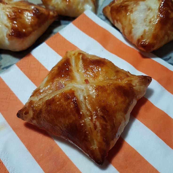 Le cipolline catanesi fanno.parte della rosticceria siciliana,facili da fare anche a casa sono.perfette per aperitivi,buffet e per tutte le occasioni.