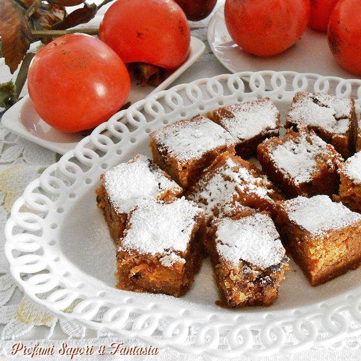 La torta con cachi e gocce di cioccolato è una prelibatezza per chi ama questo frutto autunnale. Un dolce facile da preparare dal risultato garantito.