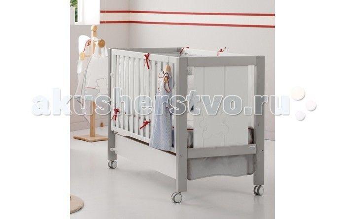 Детская кроватка Micuna Neus Relax 120х60  Детская кроватка Micuna Neus Relax 120х60 обладает уникальным дизайном, который впишется в любую комнату. Выполнена из натурального бука, покрыта безвредными красками и лаками из натуральных компонентов на водной основе. Дно регулируется по высоте, бортик можно опустить или снять, тем самым трансформируя кровать для младенца в уютный диванчик, самоцентрирующиеся колеса со стопорами плавно скользят, не портя покрытие пола.  Не секрет, что в первые…