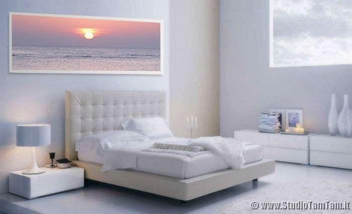 Idee per le pareti della camera da letto - Camera con pareti e arredo bianchi