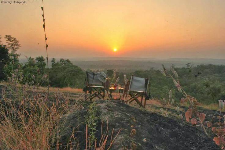 Getting ready for Sun Downers at hill top near Kanha Earth Lodge.