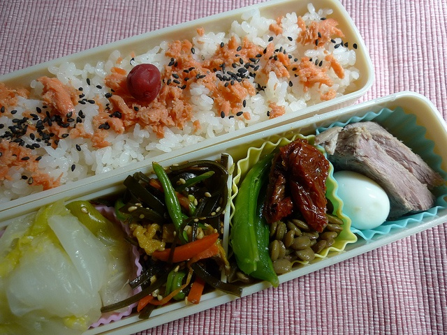 - Salmon Flakes on Rice  - Chinese Cabbage  - Kombu Seaweeds, Carrot and Kidney Beans  - Green Peas and Lens Beans with Dry Tamato  - Pork and Quail's egg