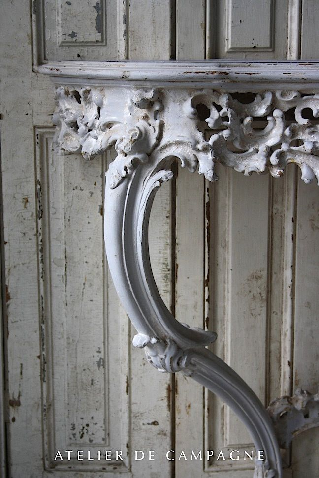 #21/120 Gray Wooden Console detail
