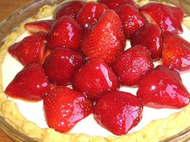 Strawberries, Cream Cheese and Almond Fillilng Get Cozy in This Pie: Strawberry Cream Cheese Pie with Almond-Filled Crust