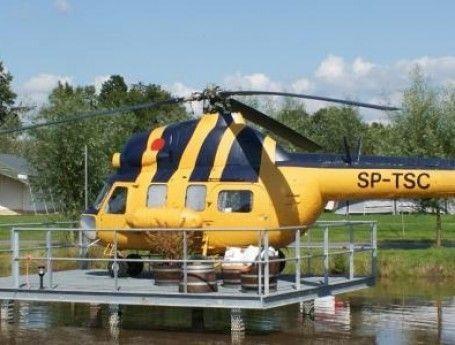 Bijzondere overnachting voor twee personen: Slapen in een echte MI2 helikopter! Het heeft het comfort van een trekkershut en het is een avontuur om er te komen (hij staat midden in een vijver. Gespot op: http://www.zook.nl/kamperen/nederland