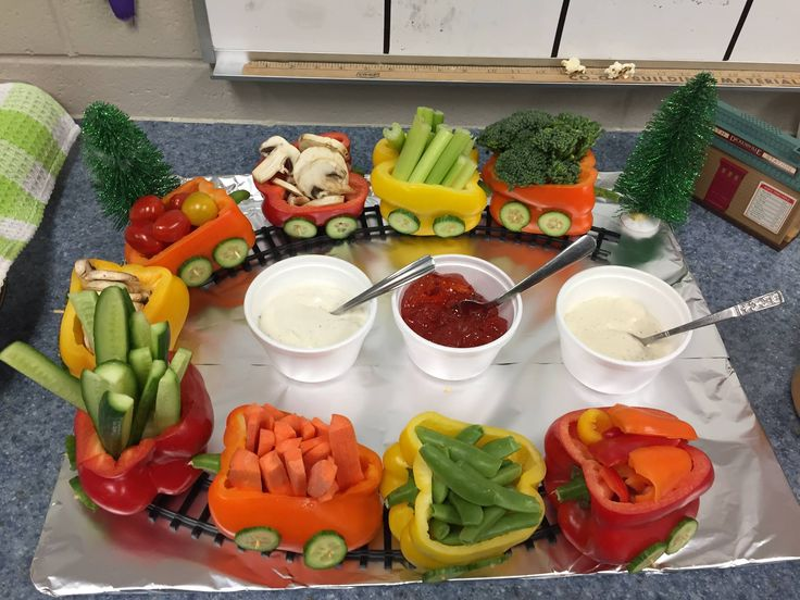 Adorable idea for serving vegetables to kids! A Vegetable Train made with green, yellow, orange and red peppers as the containers. So cute! Fun food party idea for sure.