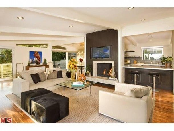 Jeff Lewis living room....chimney color