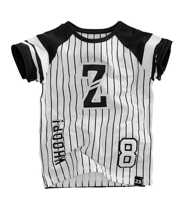 Z8 t-shirt Fabrice met honkbal look. Shortsleeve met verticaal streepdessin, contrasterende raglanmouwen en verschillende prints en badges. Whoop!