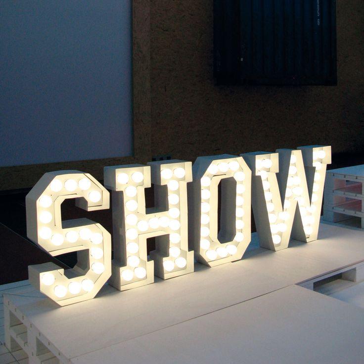 les 25 meilleures id es de la cat gorie lettres lumineuses sur pinterest lettres d 39 clairage. Black Bedroom Furniture Sets. Home Design Ideas