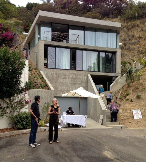 80 best steep slope houses images on pinterest modern for Cost of building on a steep slope