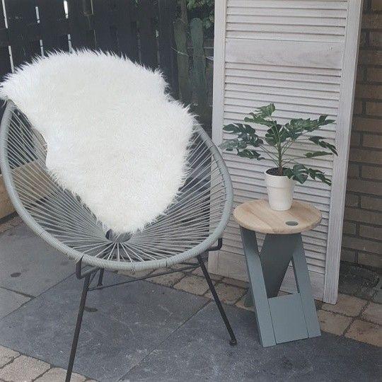 Draadstoel en klapkrukje