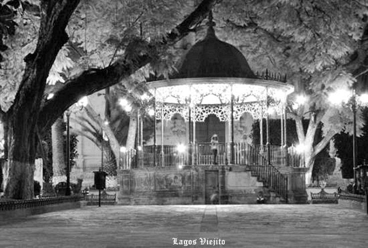 Kiosco en Plaza civica de Lagos de Moreno Jalisco Mex.