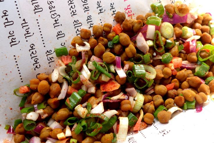 Chana chaat - Indian chickpea salad - authentic recipe from India (source: my personnal food and travel blog / vlog with recipes, authentic video recipes, street food, food and travel documentary, travel info and more. Welcome! :) )
