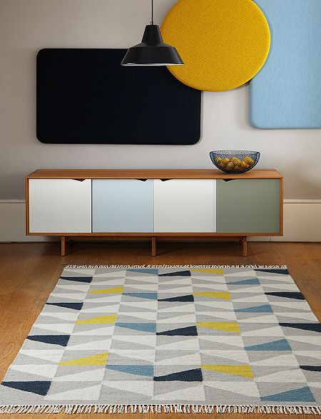 Hackney Rugs are a flatweave range with modern geometic designs. They are crafted to the highest standard using a blend of 95% pure new wool and a 5% cotton yarn. Carefully finished with braided edges and tassels to complete a hand crafted contemporary look which is ideal for casual or modern rooms. The Hackney range come in 8 different designs, each rug comes in 2 standard sizes. Hackney Rugs Geo Mustard Available in the following sizes: 120 x 170cms (4' x 5'7