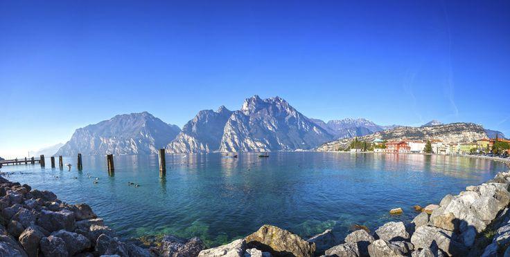 Der Gardasee ist das perfekte Reiseziel für alle, die sich in einer traumhaften Umgebung entspannen wollen und die Sonne Italiens …