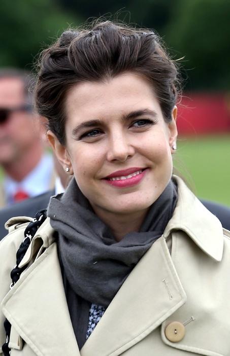 Carlota de Mónaco marca tendencia con su manera de vestir y de peinar #HOLAFashion habla de ello
