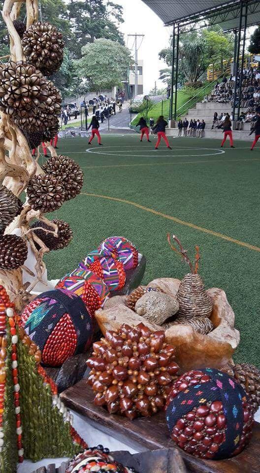 School Festival exhibition of art Natural decor crafts by Decoesferas Eco Design / Exhibición escolar de arte en Festival Artístico en Guatemala de artesanías ecológicas