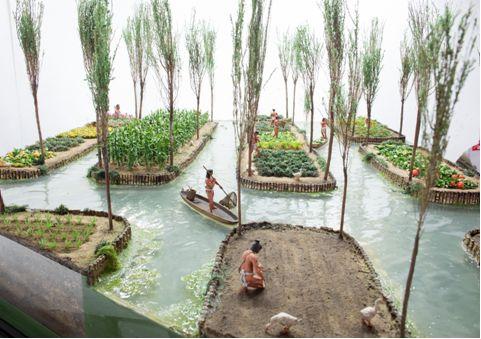 La población en sus orígenes era una isla que se rodeaba por las aguas del Lago de Chalco.