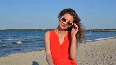 Пляжный образ: «Firebird-Look» Don't forget to smile! It makes your life better! #fashion #красноеплатье #мода #модныйобраз #модныйлук #женщинавкрасном #улыбайтесь #стиль #чтонадеть #пляж #пляжныйобраз #Cosmiclookcom #cosmiclook #beachwear #beach #style #red #reddress #dress