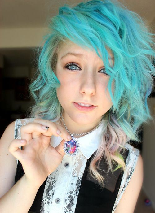 Looks like a girl i know. Just the hair colour is different.