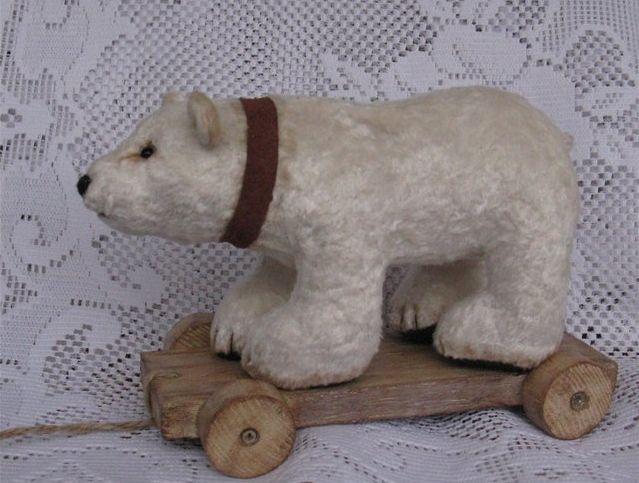 Мишка на тележке, в память о игрушках фирмы Steiff. 23см в длину,16см высотой…