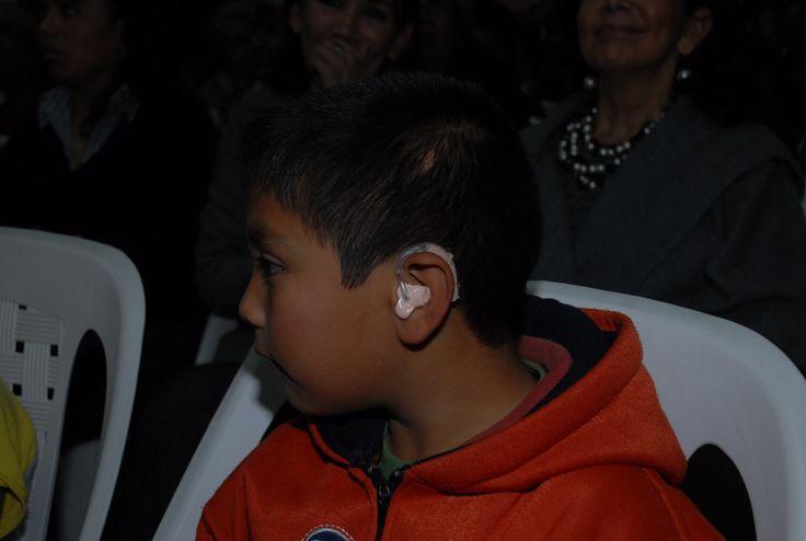 El Gobierno de Veracruz y la Fundación Club de Leones Internacional, entregaron más de mil aparatos auditivos a niños y adultos.